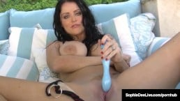 Appealing babe Sophie Dee rubs pussy with her vibrator